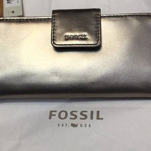 Fossil wallet/clutch purse. NWT.  Metallic silver